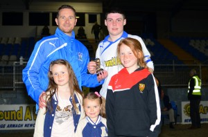 Manager Darren Mullen and his three daughters present Chris McMahon with his MOTM award.