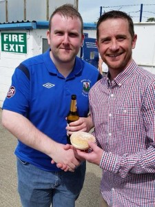 Manager Darren Mullen presents Mo Ruddy with his MOTM Award.